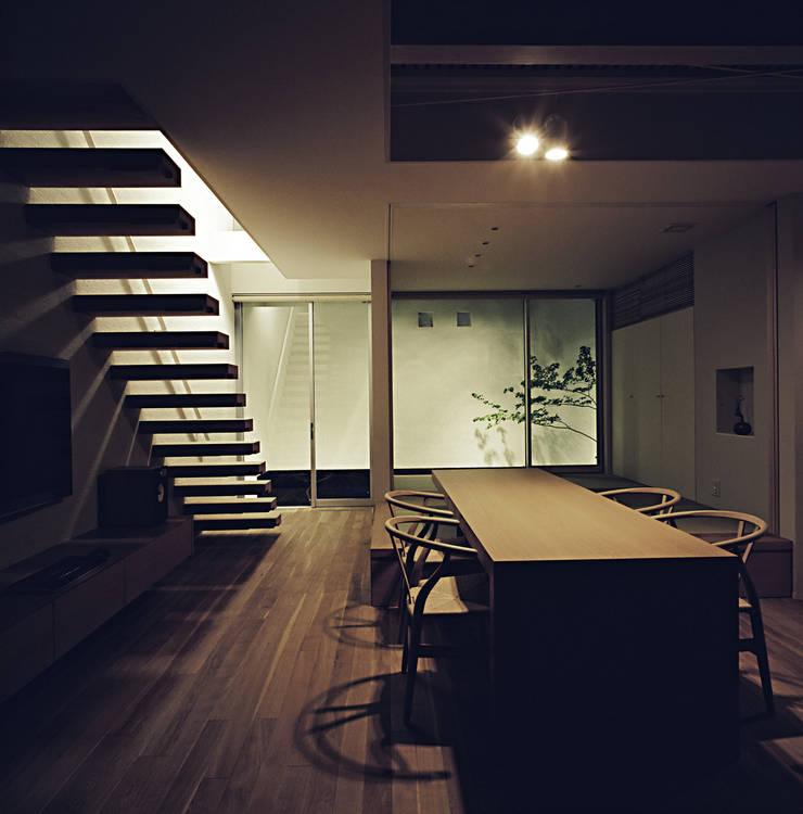 Dining room by 和泉屋勘兵衛建築デザイン室, Modern