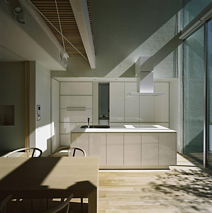 Kitchen by 和泉屋勘兵衛建築デザイン室, Modern