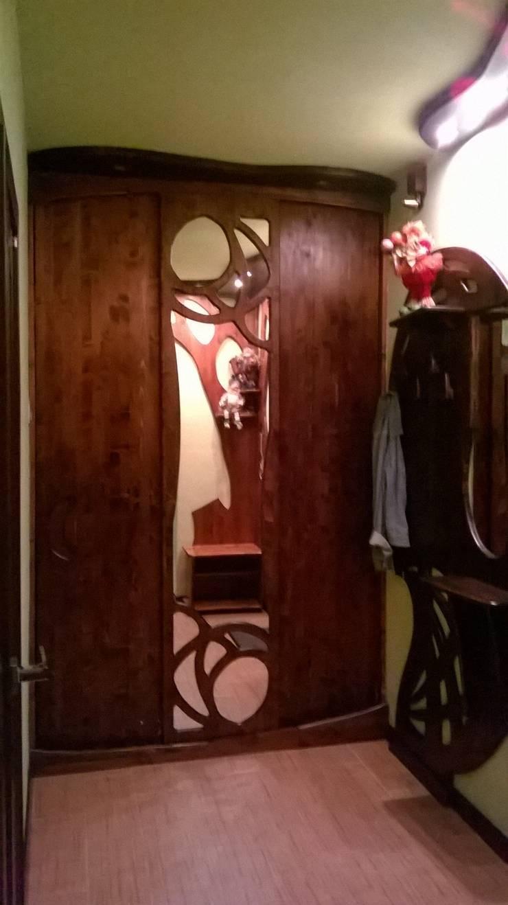 Квартира 36 м2 в Москве: Прихожая, коридор и лестницы в . Автор – ООО ПрофЭксклюзив Студия дизайна интерьеров
