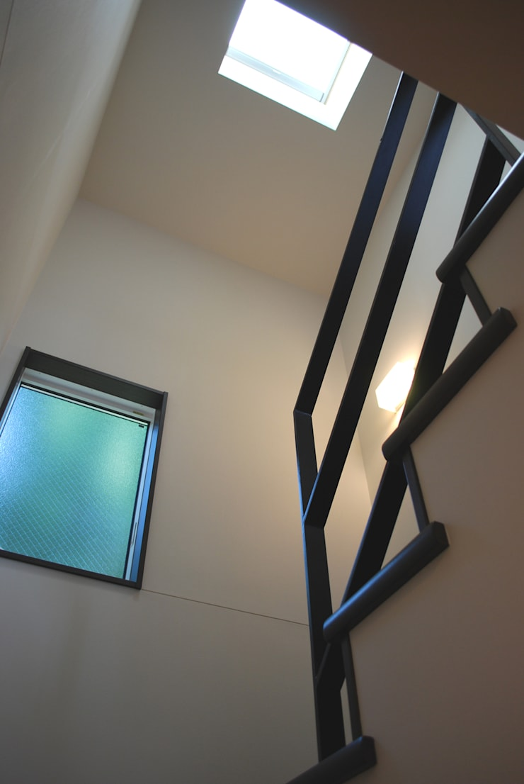 学園西町の家: 奥村召司+空間設計社が手掛けた廊下 & 玄関です。