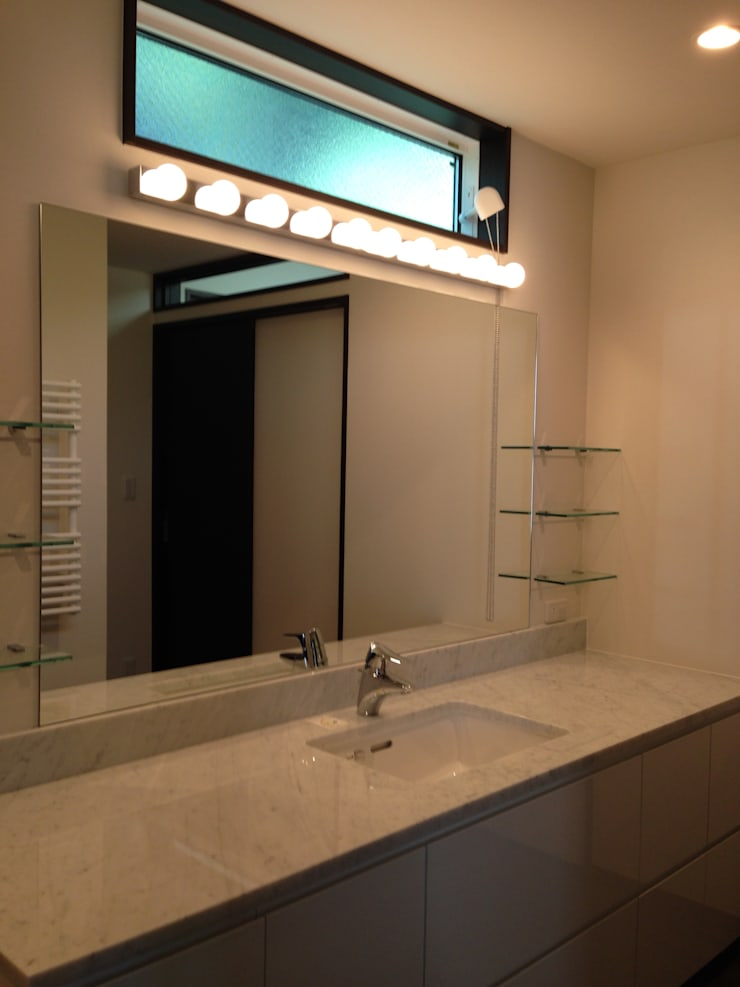 学園西町の家: 奥村召司+空間設計社が手掛けた浴室です。