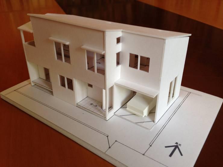 学園西町の家: 奥村召司+空間設計社が手掛けた現代のです。,モダン