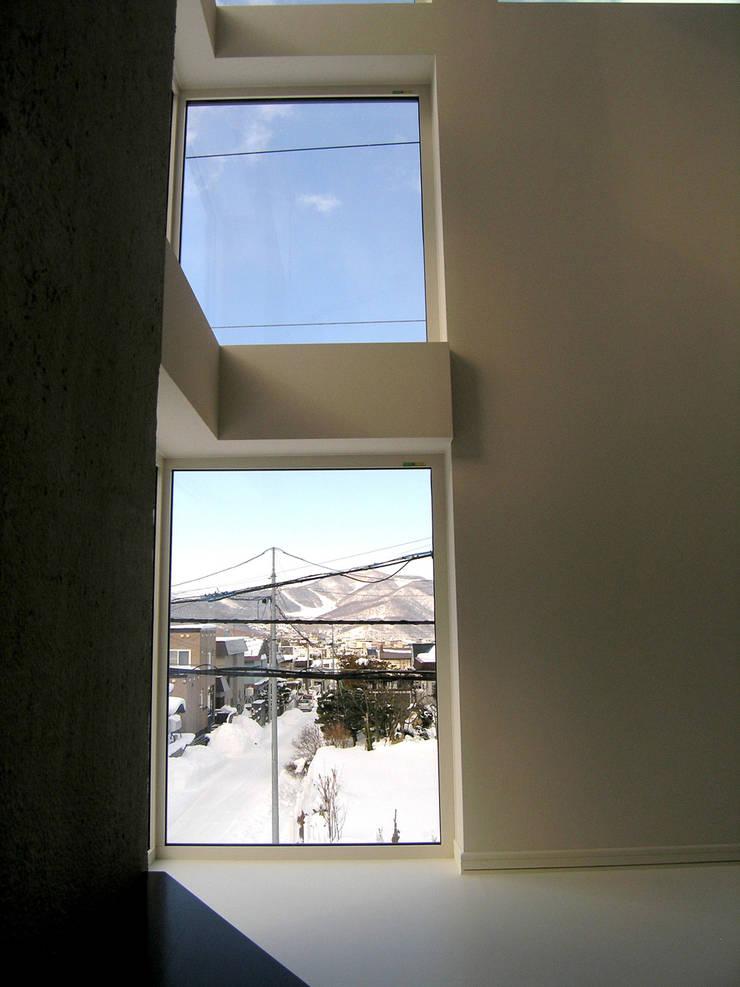 角地にたつ住宅: アウラ建築設計事務所が手掛けた和室です。