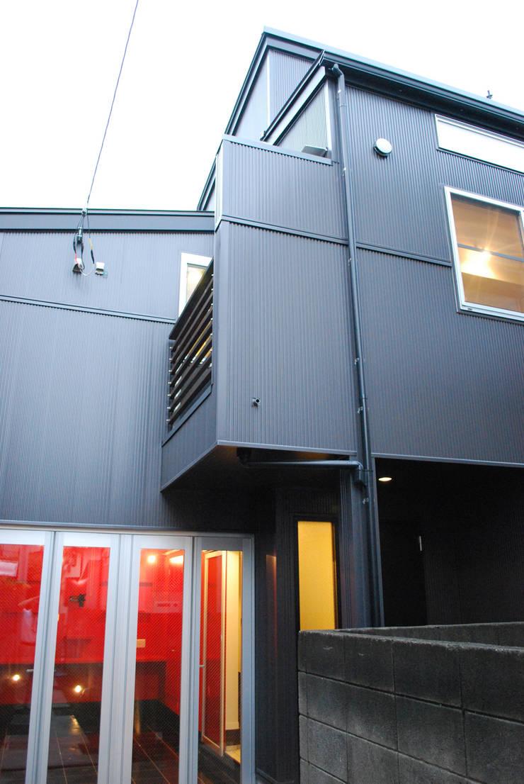 下北沢の家: 奥村召司+空間設計社が手掛けた家です。