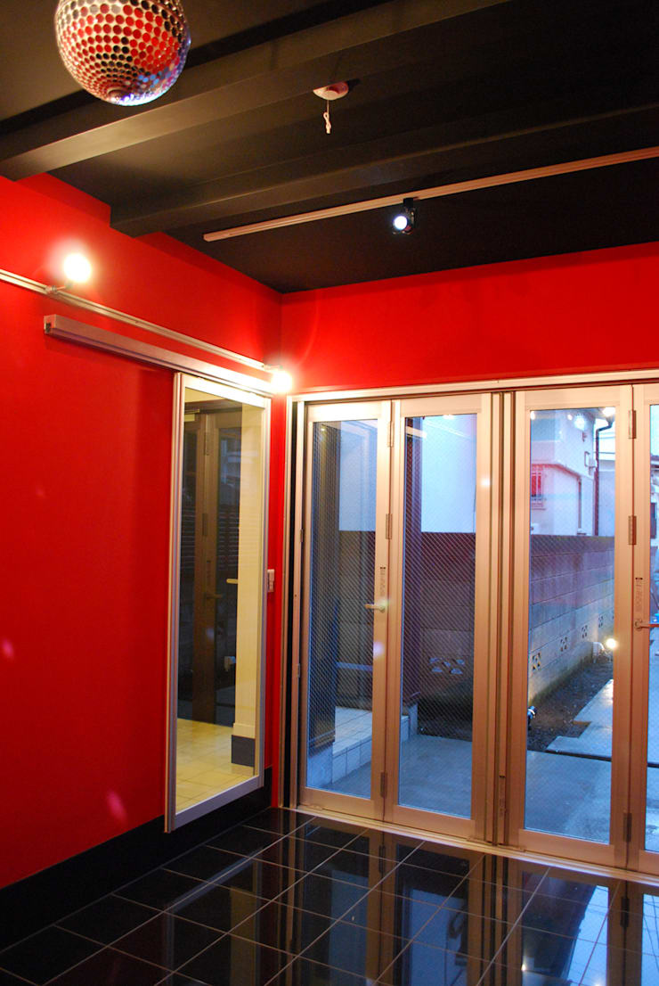 下北沢の家: 奥村召司+空間設計社が手掛けた子供部屋です。