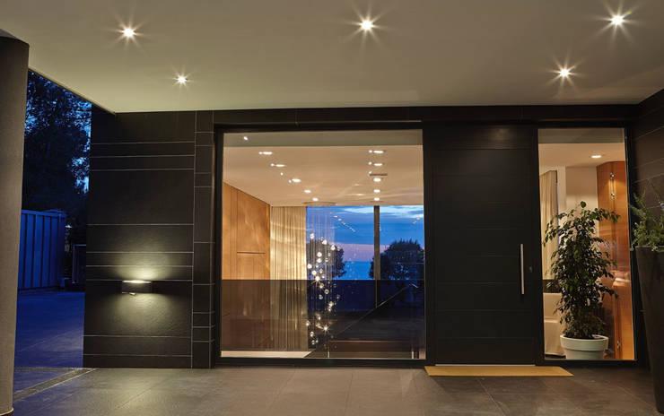 """Villa """"La Magnaneraie"""" – Villefranche-sur-mer: Ingresso & Corridoio in stile  di C.A.T di Bertozzi & C s.n.c"""
