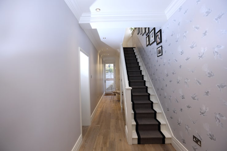 Bellevue, Harrow on-the-Hill:  Corridor & hallway by London Building Renovation