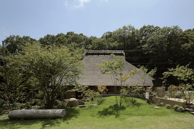 Jardines de estilo  por 和泉屋勘兵衛建築デザイン室