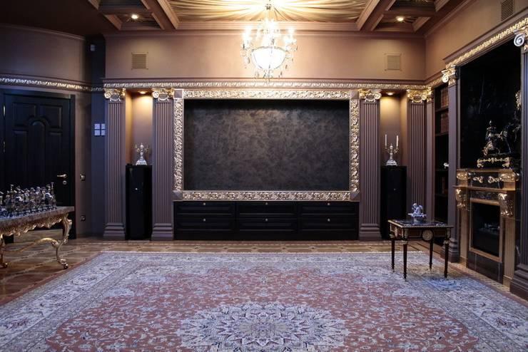 Античная эклектика: Медиа комната в . Автор – blackcat design,