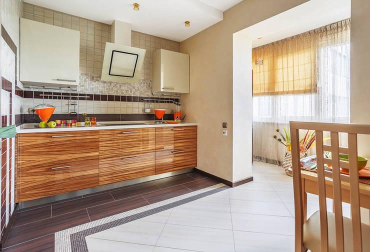 Уютная квартира в теплых  тонах: Кухни в . Автор – Ольга Макарова (Экодизайн) ,