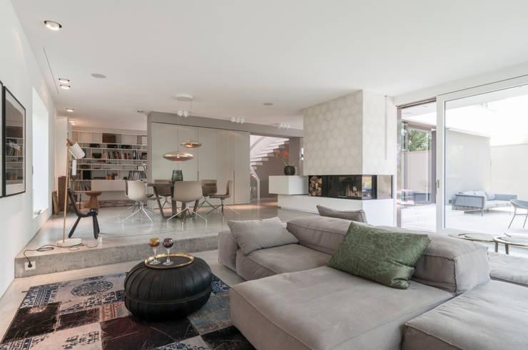 Villa Mainblick, Taunus:  Wohnzimmer von cma cyrus I moser I architekten BDA