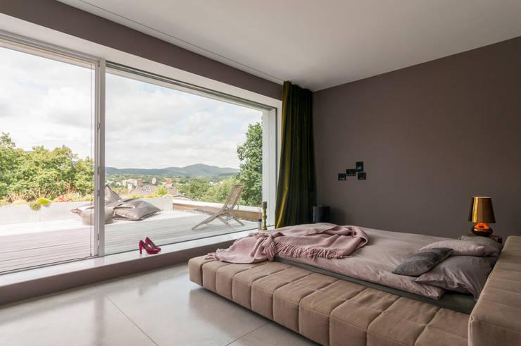 Villa Mainblick, Taunus:  Schlafzimmer von cma cyrus I moser I architekten BDA