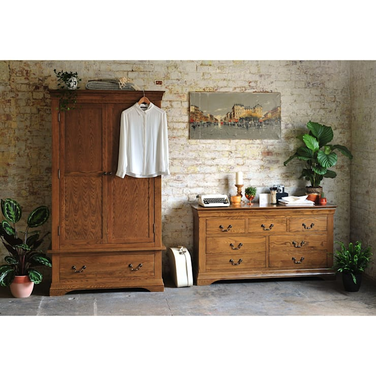 Toulouse Dark Oak Bedroom Furniture:  Bedroom by The Cotswold Company