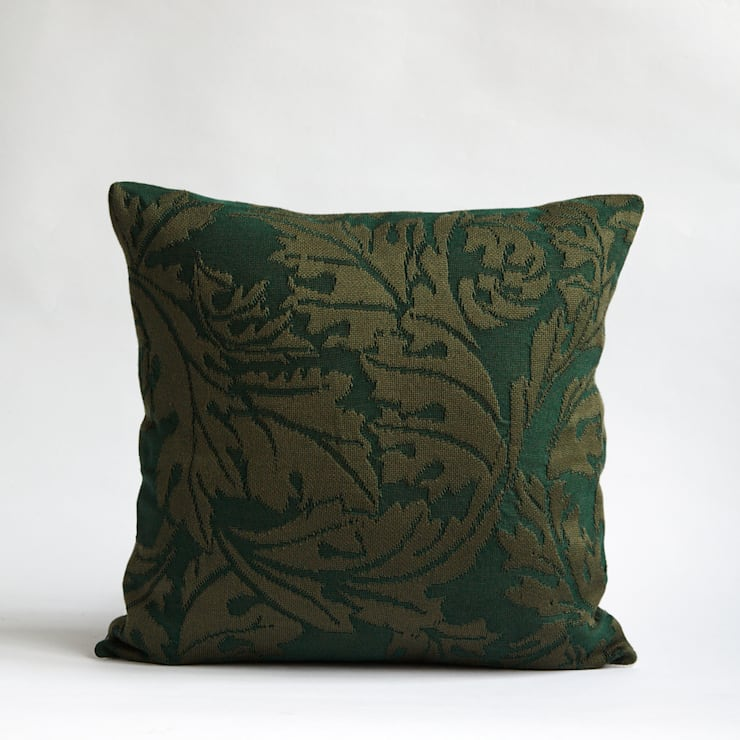45X45 Leaves William Morris inspired cushion:  Living room by WLE London