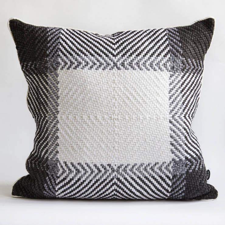 60x60 Diamond Twill Cushion:  Living room by WLE London
