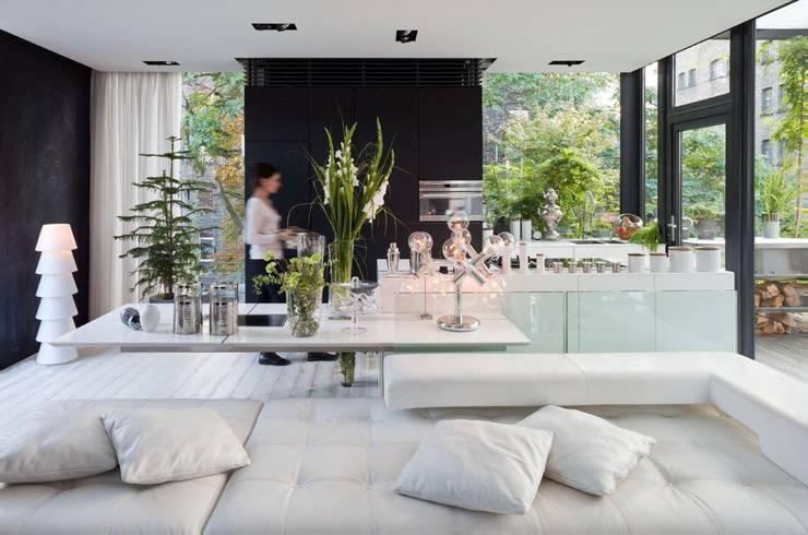Living in a Box - Wohnbereich & Küche:  Wohnzimmer von Raumfreiheit