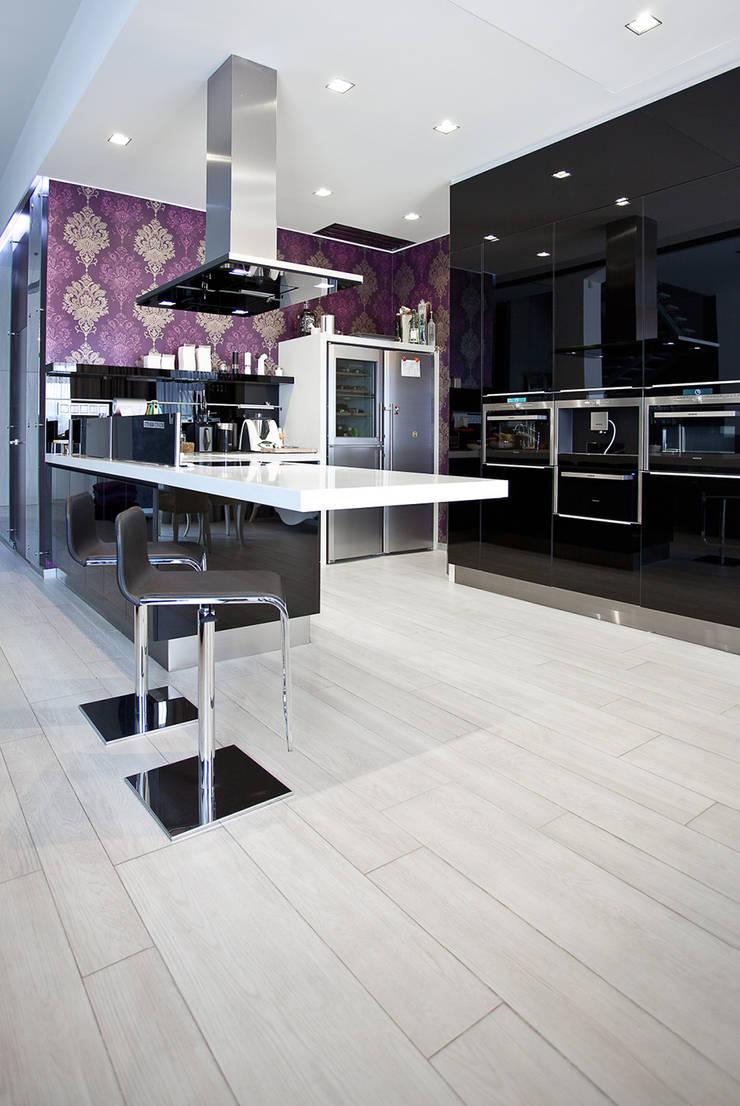 Glamour: styl , w kategorii Kuchnia zaprojektowany przez KLIFF DESIGN,