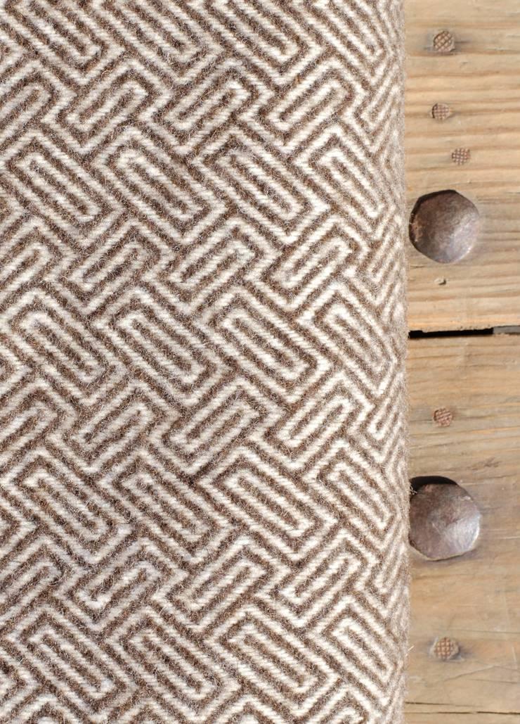 wollen plaid bruin maze:   door Burra Burra, Klassiek