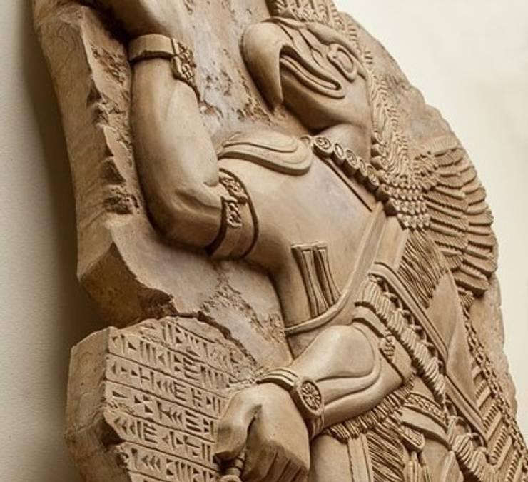 Барельеф ассирийского бога: Гостиная в . Автор – Pietra Danzare,