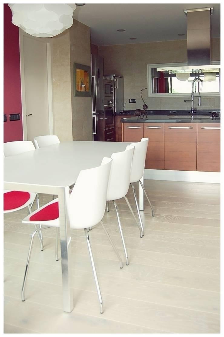 Beige: Cocinas de estilo  de Cardellach Interior & Events