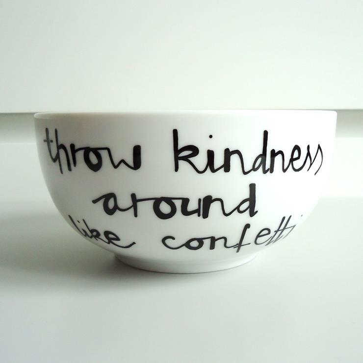 throw kindness around like confetti: styl , w kategorii  zaprojektowany przez My Mug Company,Skandynawski