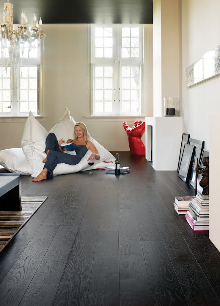 Wenge Oak Silk:  Walls & flooring by Quick-Step