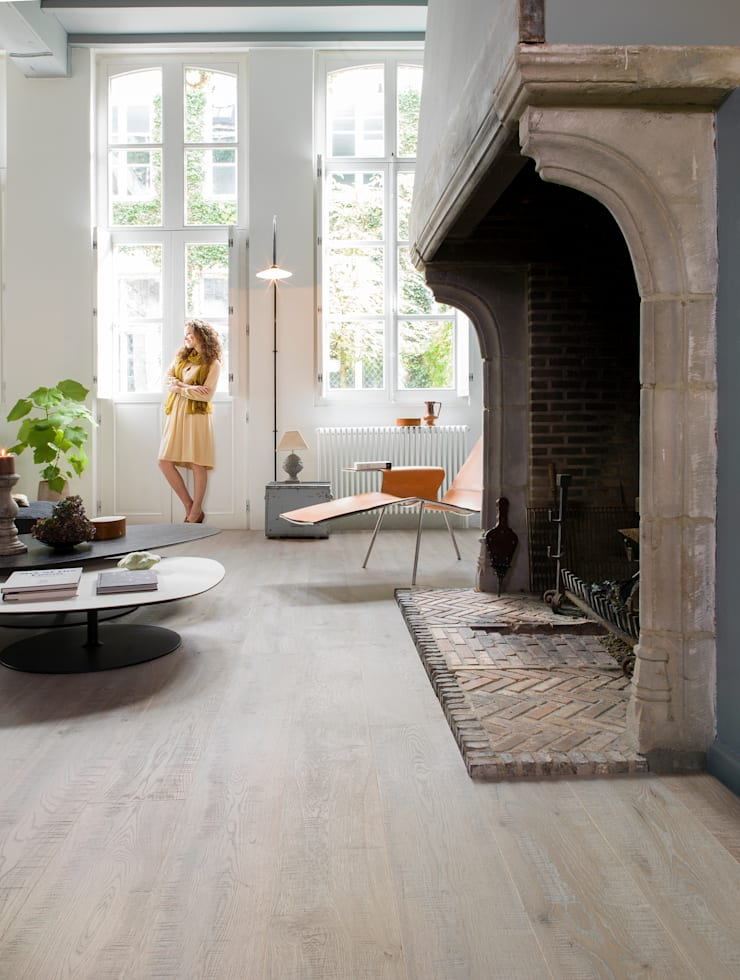 Rough Grey Oak Oiled:  Walls & flooring by Quick-Step