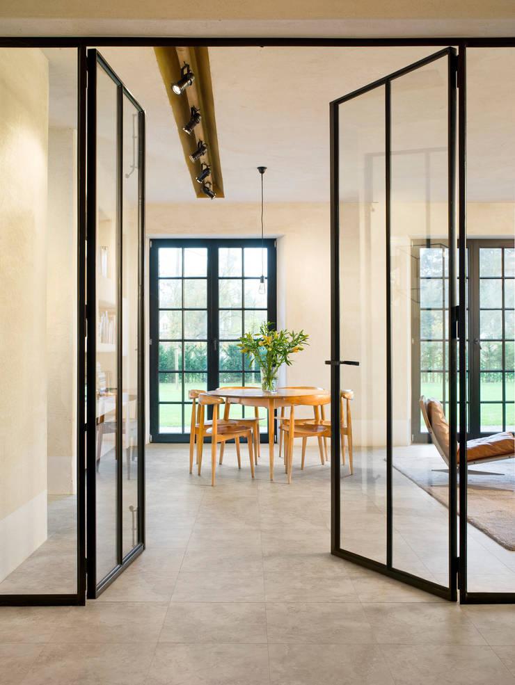 Tivoli Travertine:  Walls & flooring by Quick-Step
