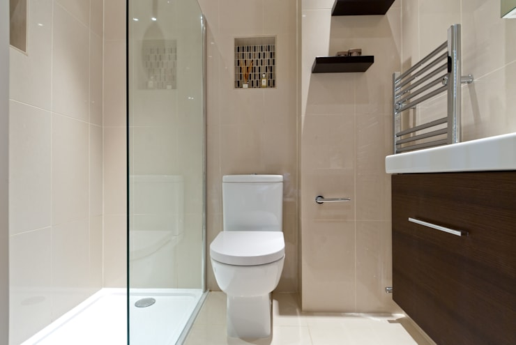 Bagno in stile in stile Moderno di A1 Lofts and Extensions