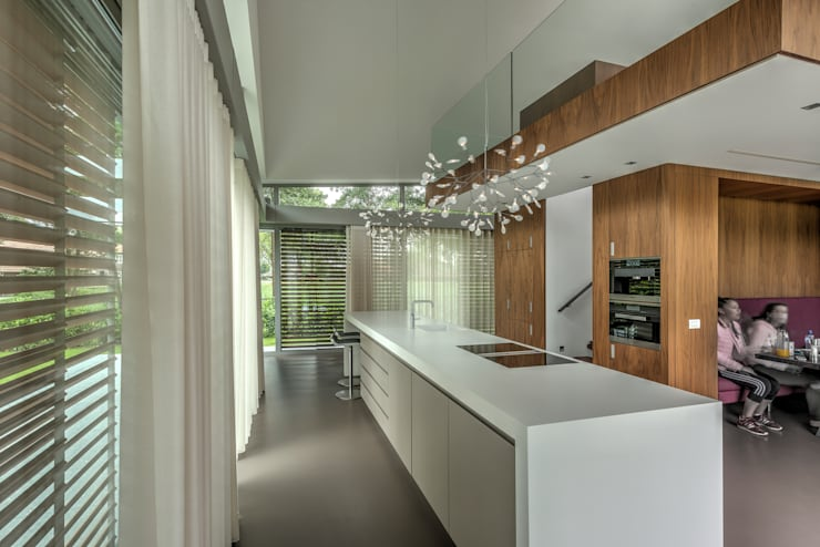 modern Kitchen by Coenen Sättele Architecten