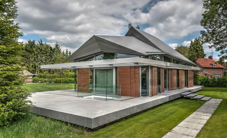 Villa H: moderne Häuser von Coenen Sättele Architecten