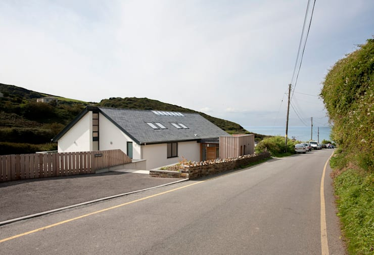 Grey Roofs, Crackington Haven, Cornwall: modern Houses by The Bazeley Partnership