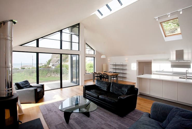 Grey Roofs, Crackington Haven, Cornwall: modern Living room by The Bazeley Partnership