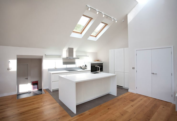 Grey Roofs, Crackington Haven, Cornwall: modern Kitchen by The Bazeley Partnership