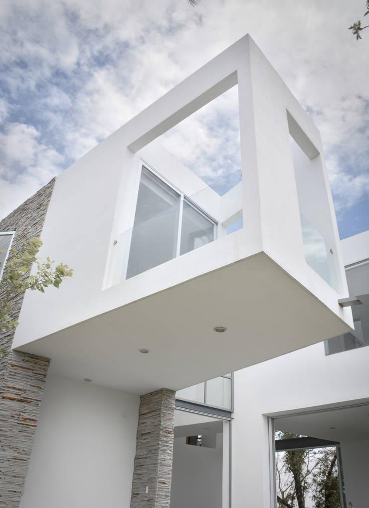 Casa en el Cielo : Casas de estilo  por Villar Watty Arquitectos