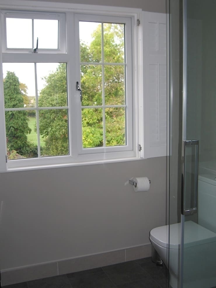 Bathroom Window:  Windows & doors  by A1 Lofts and Extensions
