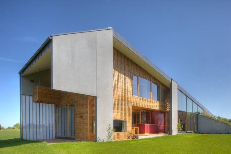 Differenzierte Außenräume:  Häuser von kleboth lindinger dollnig