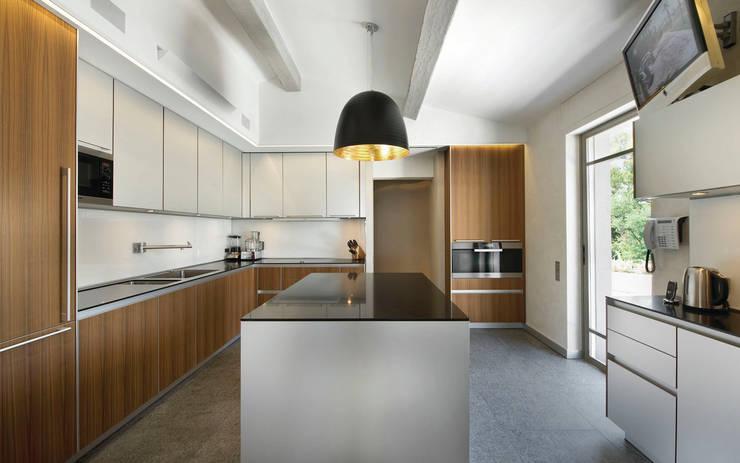 BLEND: Cozinha  por RAIZ QUADRADA