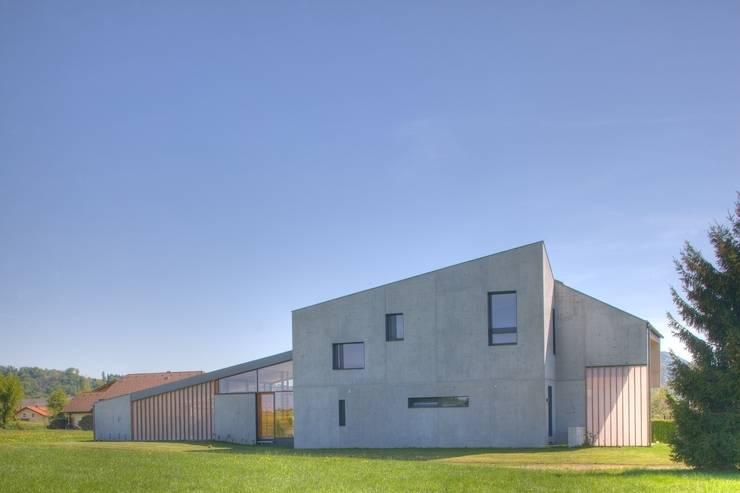 Komponierte Fassade:  Häuser von kleboth lindinger dollnig