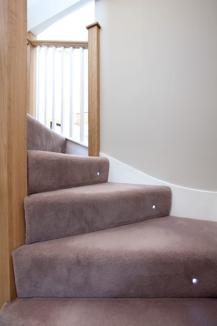 Carpet stairs with spot light :  Corridor, hallway & stairs by A1 Lofts and Extensions