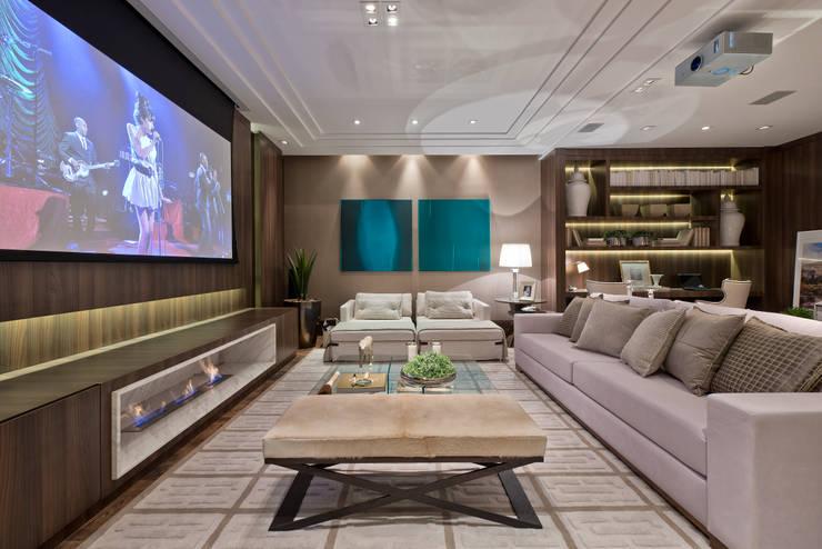Estar Íntimo: Salas multimídia  por Viviane Loyola Arquitetura e Interiores