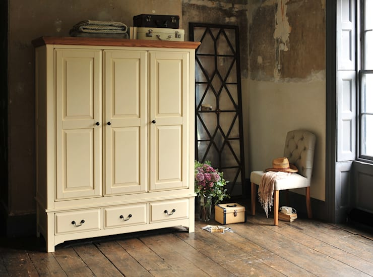 Westbury Painted Cream Triple Wardrobe:  Bedroom by The Cotswold Company
