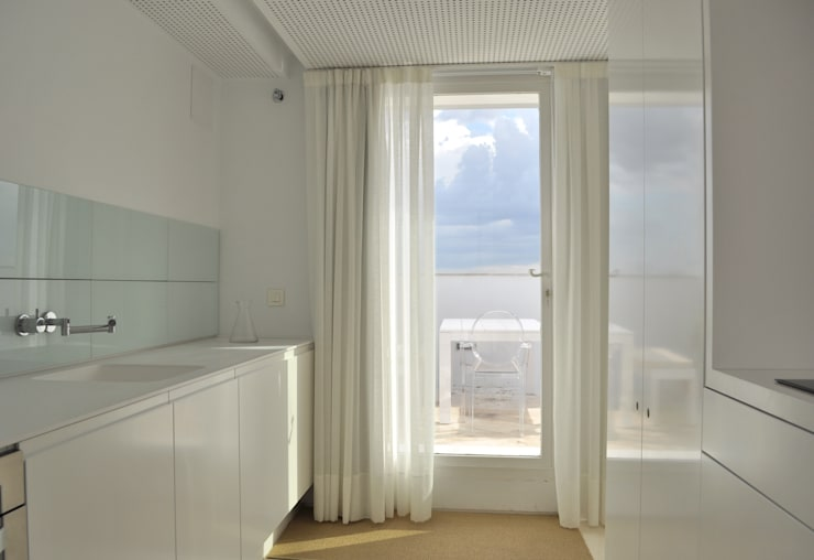 Ático Nube: Cocinas de estilo minimalista de 2G.arquitectos