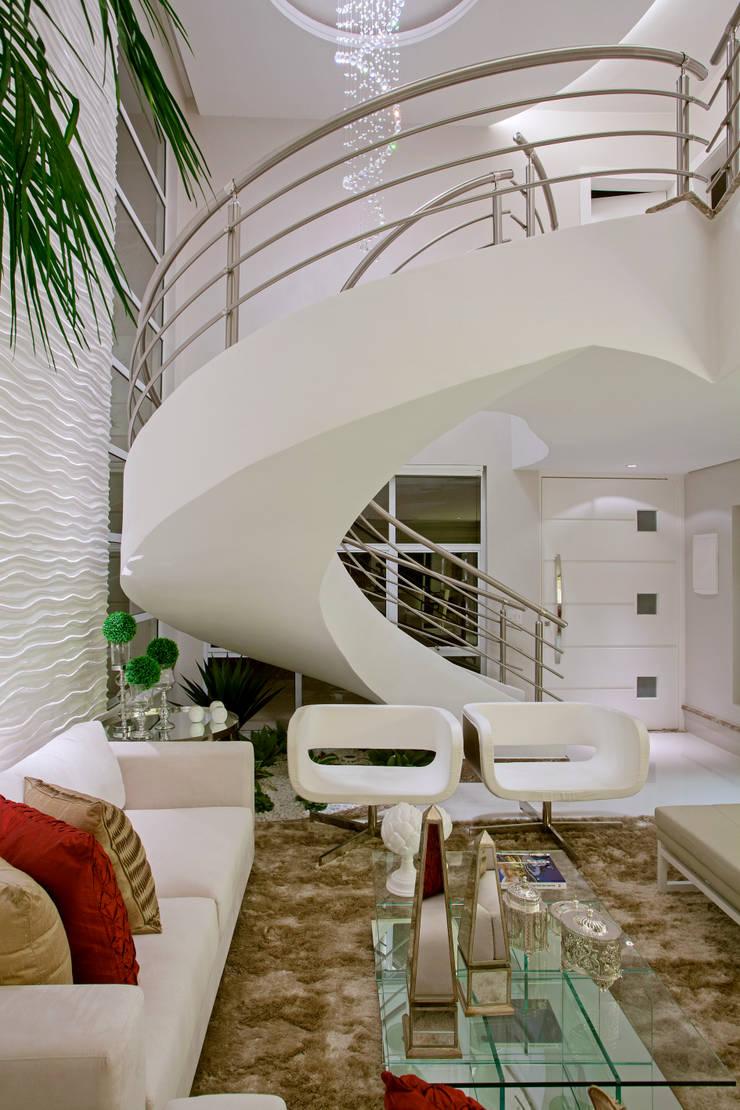 Retrofit Casa Swiss Park Campinas: Salas de estar  por Designer de Interiores e Paisagista Iara Kílaris