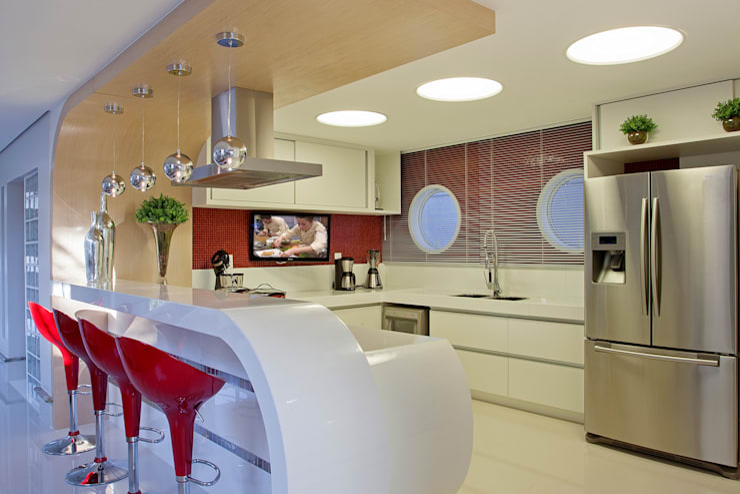 Cozinhas modernas por Designer de Interiores e Paisagista Iara Kílaris
