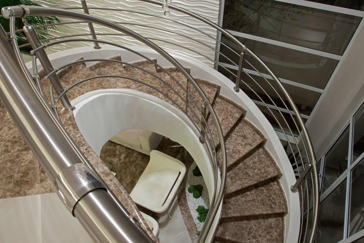 Casas modernas por Designer de Interiores e Paisagista Iara Kílaris