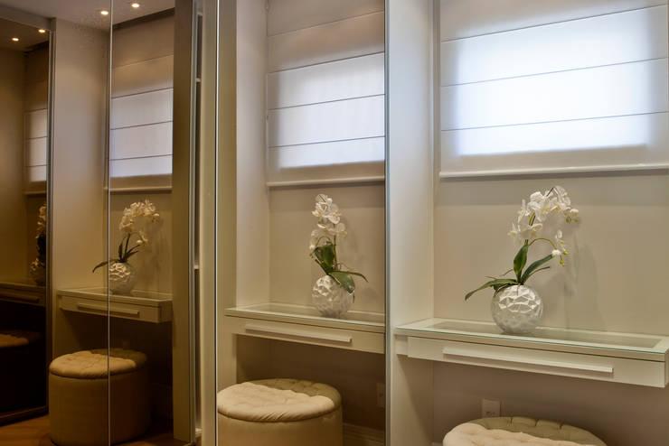 Closets modernos por Designer de Interiores e Paisagista Iara Kílaris