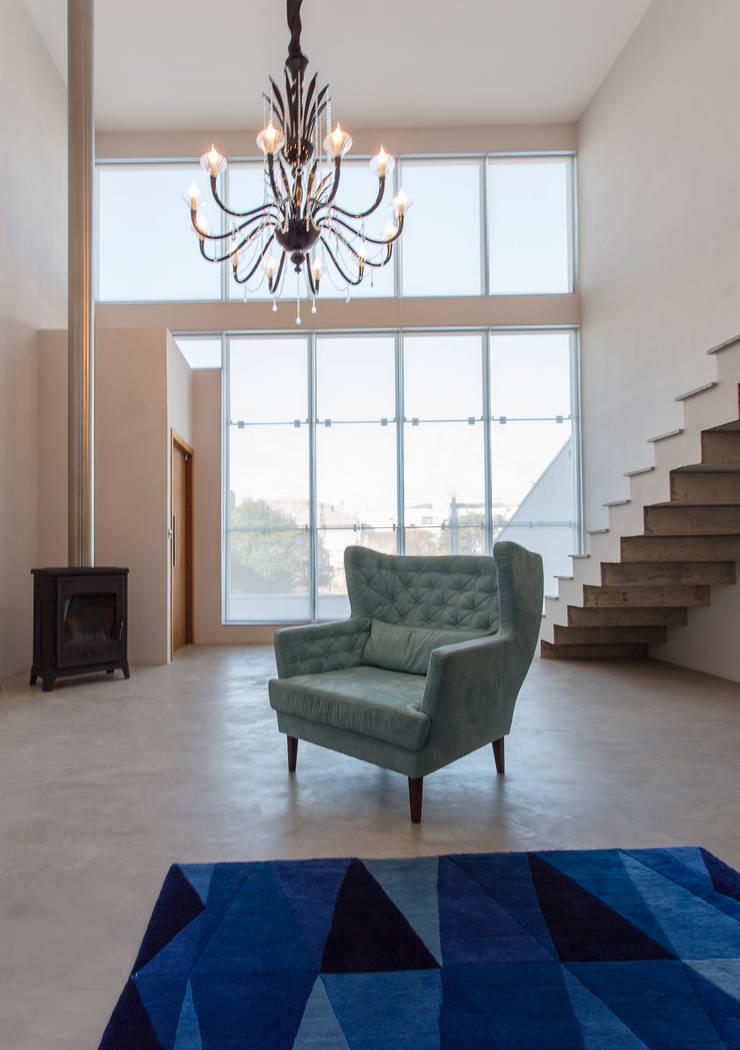 Casado Chef: Salas de estar  por Barbara Dundes   ARQ + DESIGN
