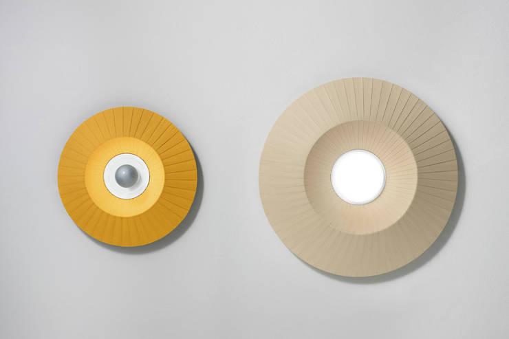 Mood ceiling-wall: Camera da letto in stile  di STUDIO MATHESIS Art Design