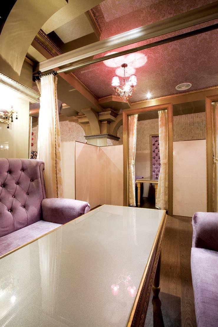 공주가가는 궁전같은 카페: (주)유이디자인의  방